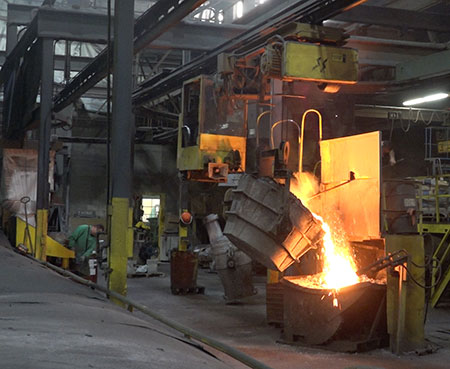 Melting an pouring Iron